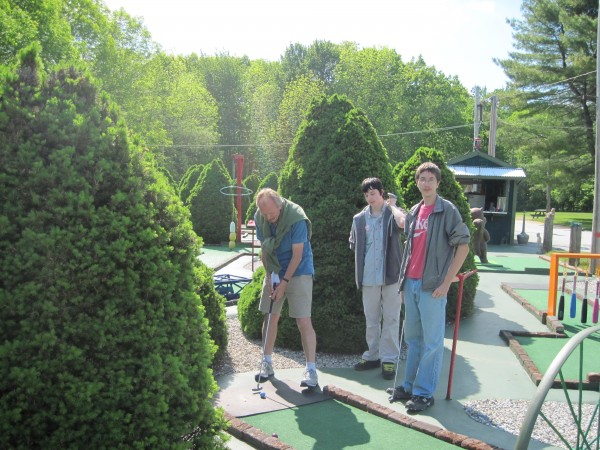 CREW members take advantage of the gorgeous weather and head out to mini golf together.