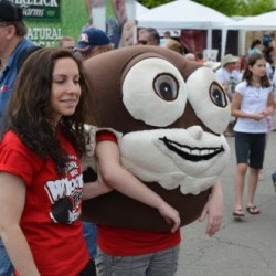 Over 7,500 people celebrate the Maine whoopie pie