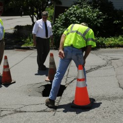Old sewer line leak cause of Lincoln Street hole, worker says