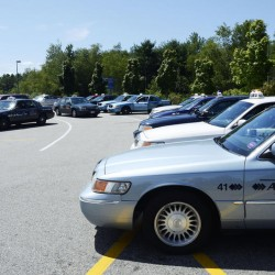 Portland Jetport rescinds taxi policy after accusations from Somali drivers