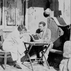 Poets Edna St. Vincent Millay and Arthur Ficke in New York. (Photo: Beinecke Collection, Yale University)