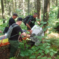 Mass. man with knee problem carried off Appalachian Trail by rescuers, volunteers