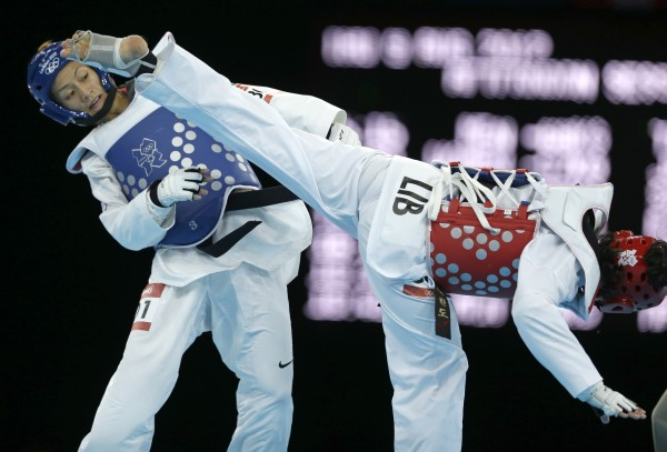 Chinese Taipei's Li-Cheng Tseng fights Lebanon's Andrea Paoli (in red) during their quarterfinal round match in women's 57-kg Olympic taekwondo competition Thursday, Aug. 9.