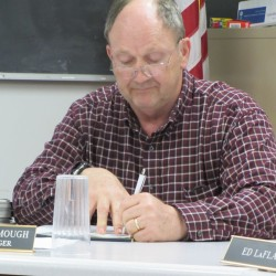 Warren hires new town manager