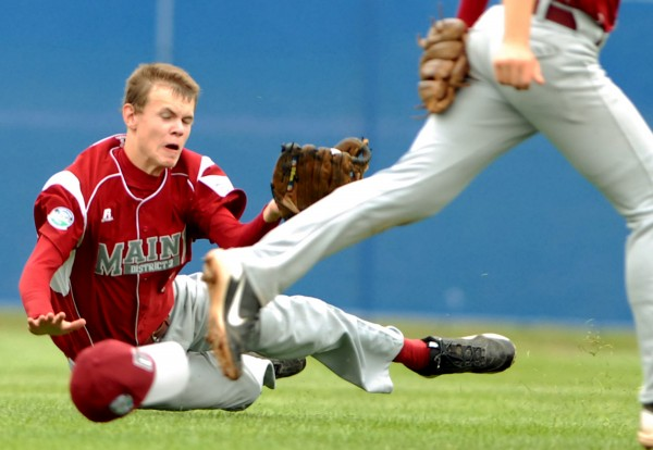 Maine's right fielder Cody Varney makes a diving catch for an out in the 4th inning of the Senior Little League World Series opening game against Canada on Sunday afternoon at Mansfield Stadium.