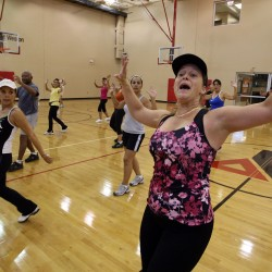 Thanksgiving morning Zumba class helps people burn calories before putting them on