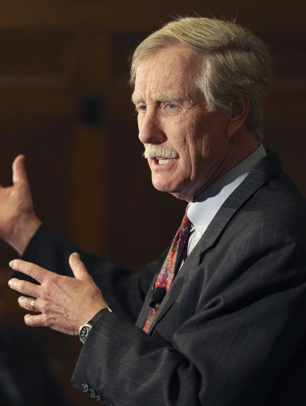 Former Gov. Angus King speaks at Bowdoin College in Brunswick in March 2012.