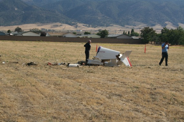 A 700-pound, 14-foot-long KR-2 experimental plane piloted by Dave Robins crashed during an apparent emergency landing in a field short of a runway at the Tehachapi Municipal Airport shortly before 4 p.m. PDT.