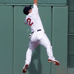 Lowell's home run sparks Red Sox