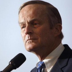 Akin cares little about pressure from GOP leaders
