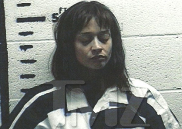 Singer-songwriter Fiona Apple has been arrested for hashish possession in Sierra Blanca, Texas.