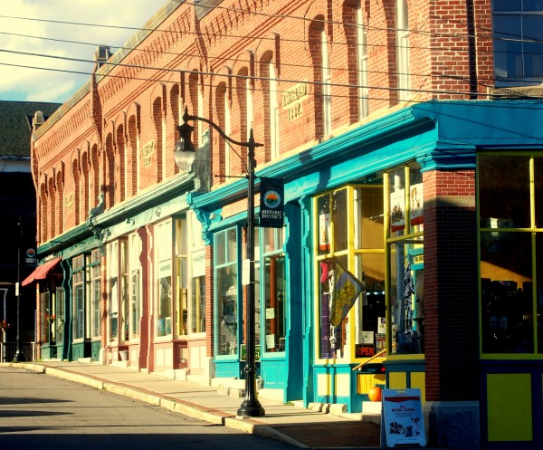 Block after block of contiguous red brick commercial storefronts dating from the late 19th century have attracted new shops, restaurants and galleries to Eastport's Historic District.