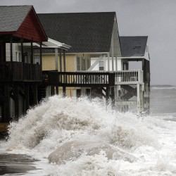 Sandy batters East Coast, killing at least 11