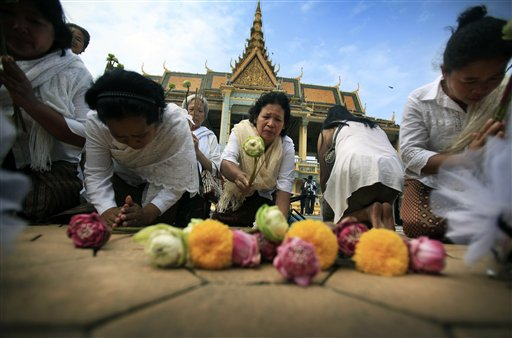 Elderly women lay flower offerings and chant prayers at the Royal Palace in Phnom Penh, Cambodia, to mourn the death of former King Norodom Sihanouk, Tuesday Oct. 16, 2012. Sihanouk, a cunning political survivor who reinvented himself repeatedly throughout his often flamboyant life, died Monday at age 89 of a heart attack in Beijing, where he had been receiving medical treatment since January for multiple ailments.