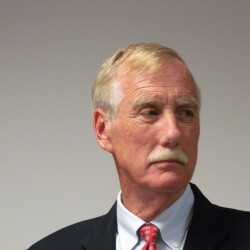 Angus King still deflecting questions about which party he'll caucus with