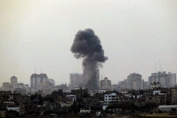 Black smoke rises after an Israeli air strike in the central Gaza Strip, towards Israel, on November 19, 2012.