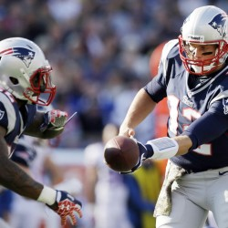 Brady leads Pats to top seed, beats Bills 49-21