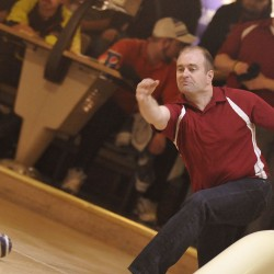 USA East, Fairlanes surge to leads in first day of world team candlepin bowling tourney