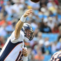 Peyton Manning airs it out and looks good during Denver Broncos' preseason