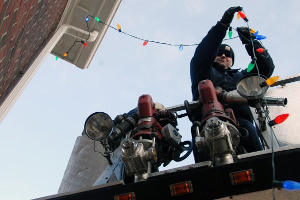 Engineer Ken Goslin strings Christmas lights at the Lincoln Memorial Library on Thursday, Nov. 29, 2012.