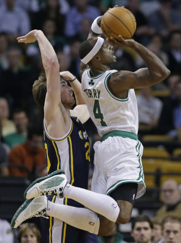 Boston Celtics guard Jason Terry (4) gets by Utah Jazz guard Gordon Hayward, left, to shoot during the first half of an NBA basketball game in Boston, Wednesday, Nov. 14, 2012.