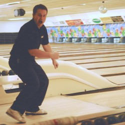USA East, Fairlanes gain semifinal berths in world team bowling tourney