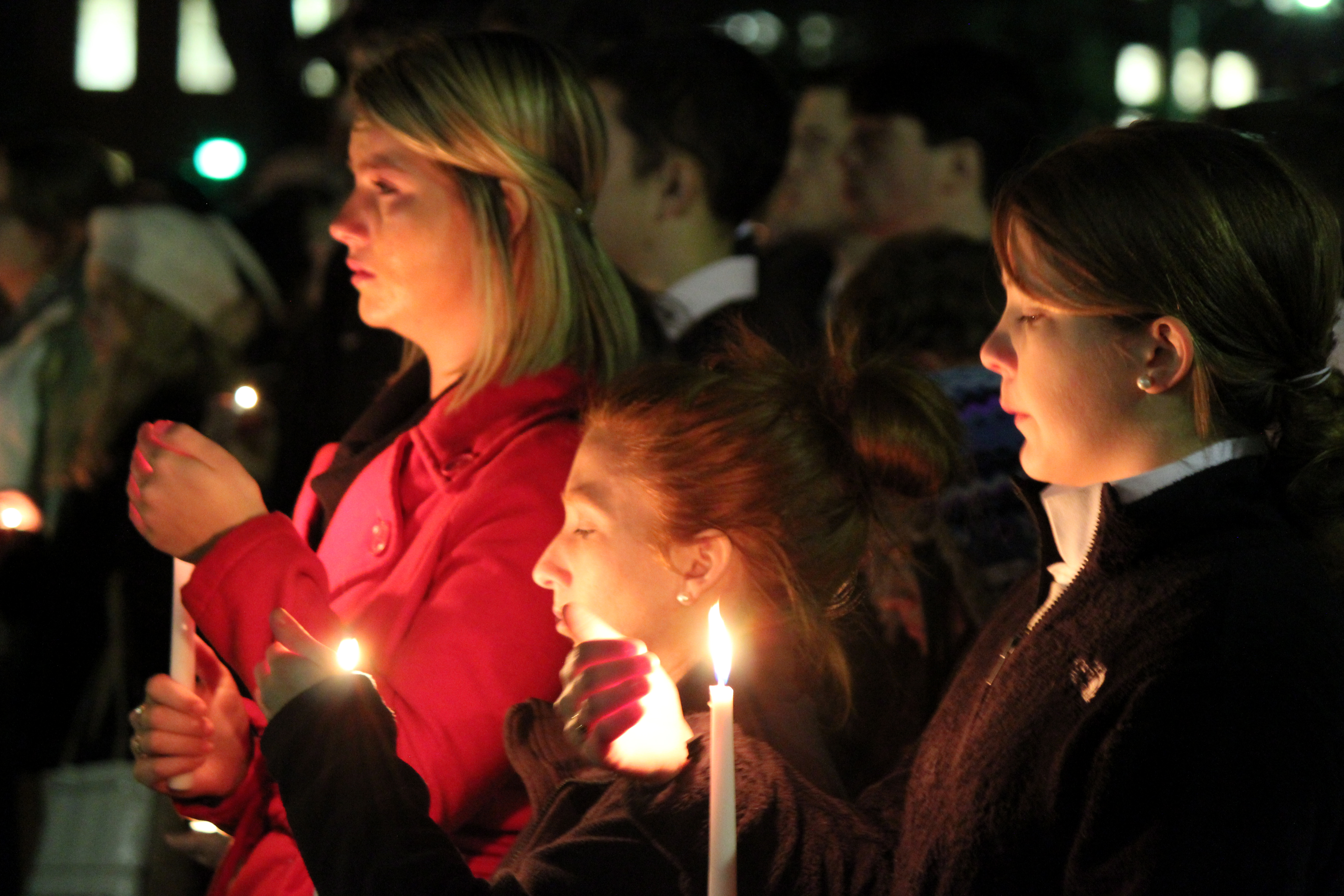 More than 500 at UMaine mourn fraternity brothers killed in plane crash