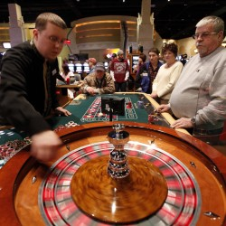 Oxford casino might hurt Hollywood Slots