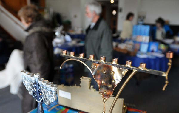 People check out the craft fair at the Beth Israel synagogue in Bangor Sunday morning.