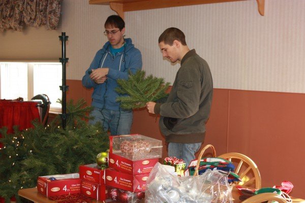 University of Maine at Presque Isle students and Phi Eta Sigma honor society members recently put up two artificial trees and helped decorate common rooms at the Presque Isle Rehab and Nursing facility.