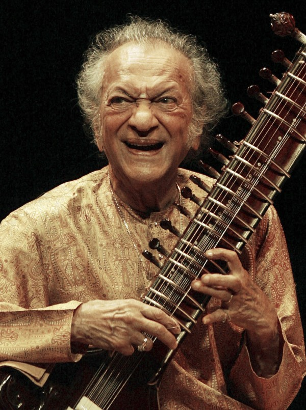 Indian sitar player Ravi Shankar performs during his concert at the Vienna State Opera House in conjunction with the Jazz Festival Vienna in this July 2, 2005 file photo.