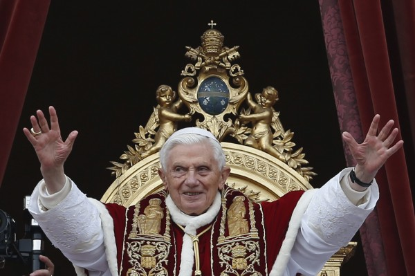 Pope Benedict XVI waves as he blessed the crowd as he makes his &quotUrbi et Orbi&quot (to the city and the world) address from a balcony in St. Peter's Square in Vatican Dec. 25, 2012. Pope Benedict used his Christmas message to the world on Tuesday to say people should never lose hope for peace, even in conflict-riven Syria and in Nigeria where he spoke of &quotterrorism&quot against Christians.