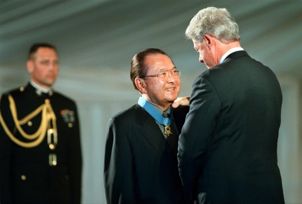 President Bill Clinton awards U.S. Senator Daniel Inouye, D-Hawaii, with the Medal of Honor at the White House in Washington on June 21, 2000.