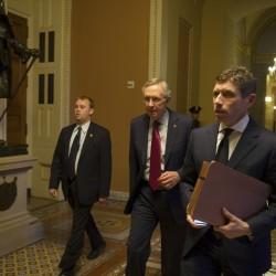 'Fiscal cliff' tumble looms despite U.S. Senate efforts