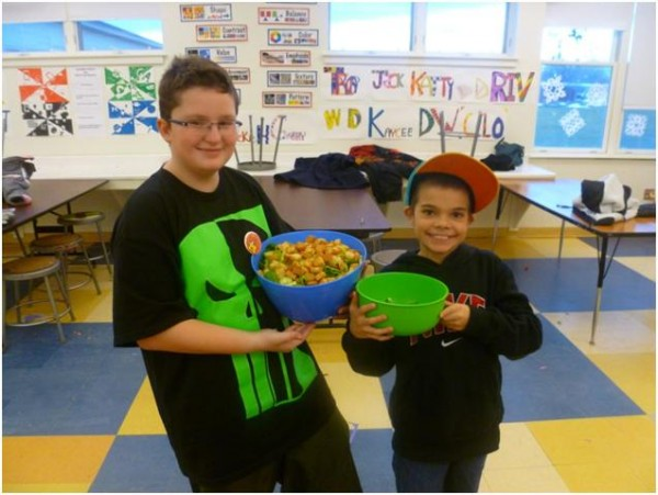 Students prepare a salad for their Extreme Food Makeover challenge