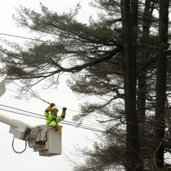 Bangor Hydro restoring power to 5,000 residents after heavy, wet snowfall