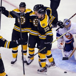 Bruins' Thomas makes 22 saves in 6-0 rout of Isles