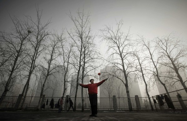 A resident plays with a diabolo in a park during a heavily hazy winter day in Beijing January 12, 2013. Thick fog and haze shrouded central and northern parts of China on Friday, with Hebei and Henan provinces among the most polluted areas, monitoring data showed.