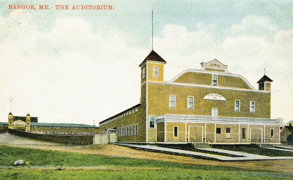 The auditorium, c. 1905, with the enclosed vestibule and the annex.