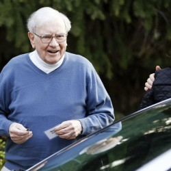 Buffett says his firm likely to buy newspapers