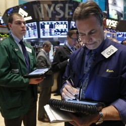 Dow, S&P 500 inch up with retailers but Apple drags again
