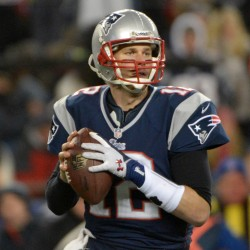 NFL roundup: Brady signs three-year extension with Patriots