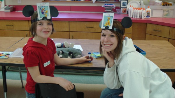 Mila Mandell, a 3rd grade student at St. George School, playing Disney's Headbanz with her Big Trek, Oceanside High School senior Amber Hanson.