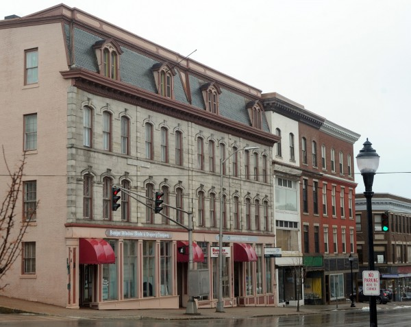 The Adams-Pickering Block at 105 Main Street was built in 1871 and featured a smooth granite face and street-level columns that were square in profile.