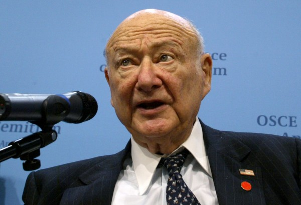 Ed Koch, former New York mayor, delivers a speech during an international conference on fighting anti-Semitism, in Berlin, in this April 28, 2004 file photo.