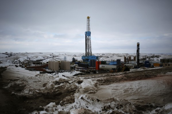 An oil derrick is seen at a fracking site for extracting oil outside of Williston, North Dakota, March 11, 2013.