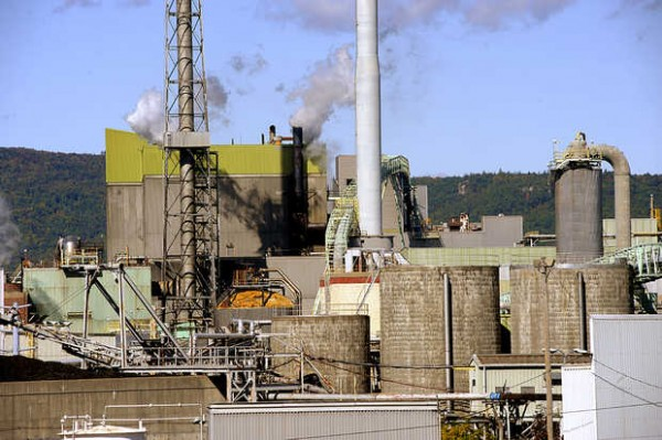 Rumford Paper Co., which operates the paper mill in town, has agreed to pay more than $3 million to settle allegations brought by the Federal Energy Regulatory Commission that it profited from manipulating New England's energy market.