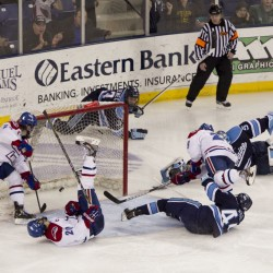 Lomberg's late goal earns tie for Maine hockey team vs. UMass Lowell