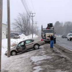 Wilton police seeking pickup truck that struck parked tractor-trailer