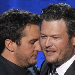 Swift, Lambert big winners at 2012 ACM awards